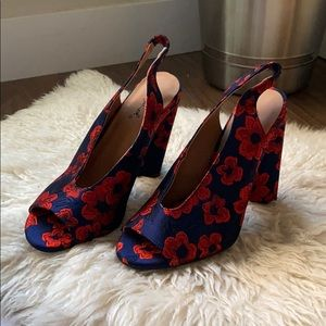 NEVER WORN Qupid heels